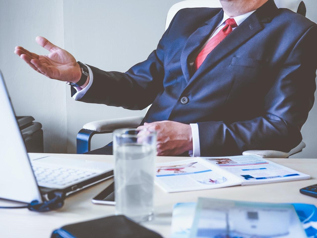 Que documentos um novo funcionário precisa levar para a empresa? (Foto de energepic.com no Pexels)