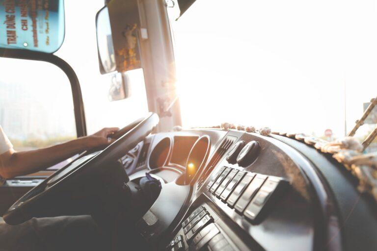 Torne-se um motorista melhor com estas 4 dicas (Foto de Lê Minh no Pexels)